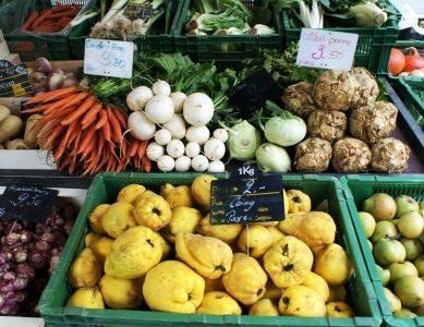 Città di Ginevra. Un mercato alimentare nel cuore di Petit-Saconnex